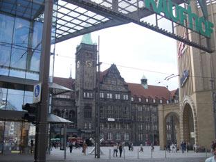 Galerie roter turm am neumarkt chemnitz gegen ber dem neuen rathaus architekt hans kollhoff - Architekt chemnitz ...